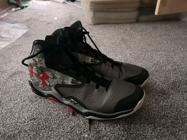 *used* Under Armour ClutchFit Basketball Shoes