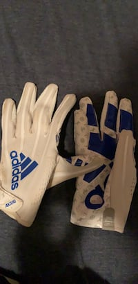 Football Gloves adidas  size: Adult Medium Worn:Once not in game  Nicholasville, 40356