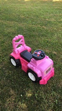 Pink and black ride-on toy car Charles Town, 25414