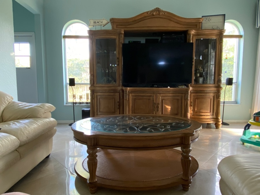 Photo 100% Wood Entertainment Center - TV Console Coffee table - Glass Curio