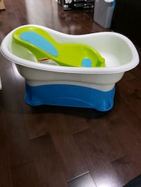 Convertible baby tub. Good condition and clean.