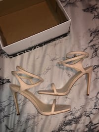Size 7.5 Brand New Nude Suede Heels Portsmouth, 23704
