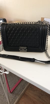 black and gray leather crossbody bag Vancouver, V6P 2X3