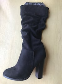 pair of black suede heeled boots Fairfield, 94533