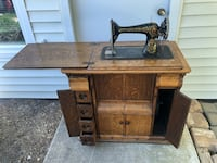 Singer Antique Sewing Machine (Full Cabinets) with lots of accessories  New York, 10018