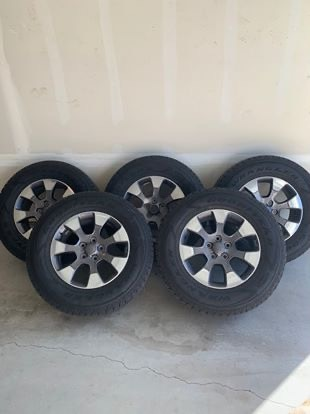 Photo Tires - Jeep Wheels and Tires (5 tires and rims)