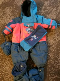 Winter snowsuit with booties mittens and scarf Côte Saint-Luc, H4W 2C6
