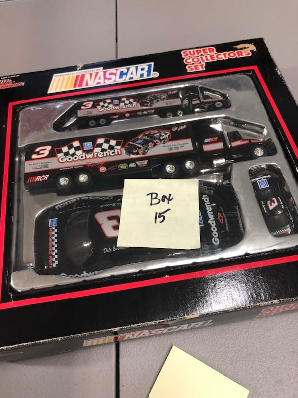 Huge Dale Earnhardt Sr. & Jr. Diecast collection Cars, and misc. aa21f1f2-5c0d-48c1-a7e2-f88cc9759fab
