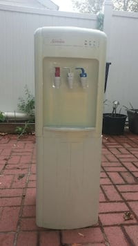 Hot and cold water floor/tabletop dispenser.