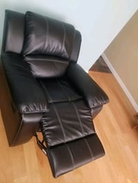 Black Leather recliner Arlington, 22201