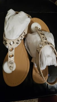 women's pair of brown leather sandals Pembroke Pines, 33025