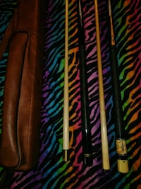 brown-and-black cue sticks and brown leather cue s Des Moines, 50313