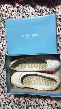 size 7 white flats, worn once