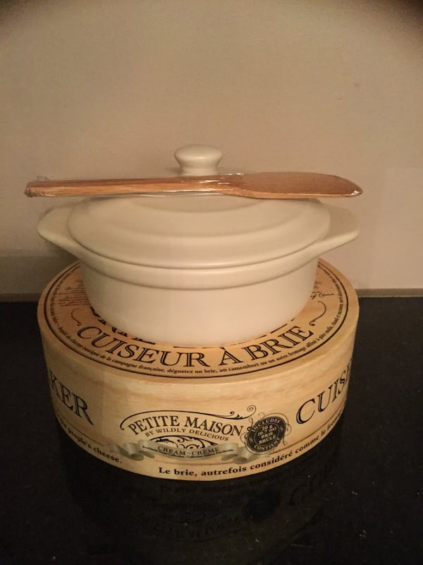Petite Maison Cream Brie Baker By Wildly Delicious French New faf4fede-bf9f-4cd0-8562-27a8ec313708