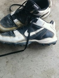 Nike shark cleats size 13 Hamilton, L8J 2V5