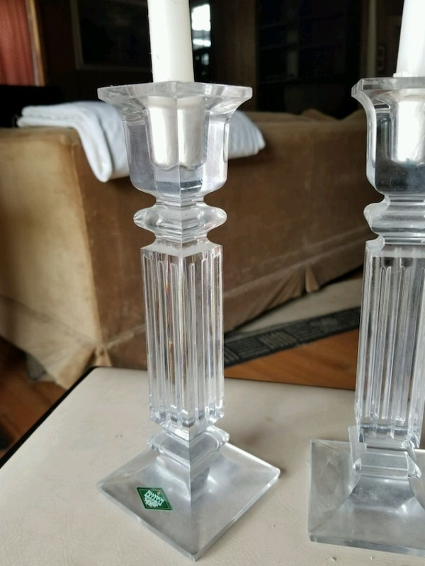 Pair lead crystal candle holders c01cf532-3f94-44a2-be20-2d8108926b88