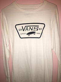 white and black crew-neck Vans long-sleeve shirt
