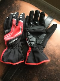 Medium inbike gloves for cycling or hiking