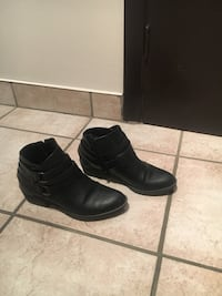 pair of black leather boots Montréal, H1R 3C4