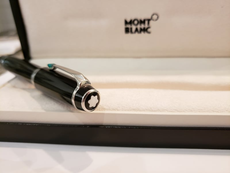 Montblanc Boheme Pen with green jewel fec708cd-f995-41a0-9c93-e2cf3b24becb