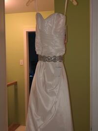 Unused A line soft white wedding dress and detachable belt size 6 Marlton, 08053