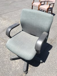 black and gray rolling armchair El Paso, 79935