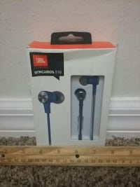JBL earbu with leather carrying case ds