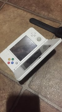 White nintendo 3ds 844 mi