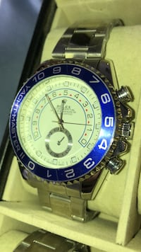 round silver Invicta chronograph watch with link bracelet Brampton, L6T