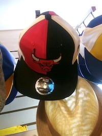 black and red fitted cap Oakland, 94621