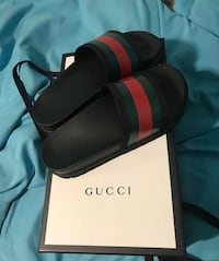 Gucci slides Brand new !! NEED GONE ASAP