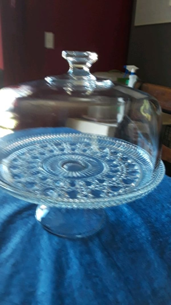 cake plate,with dom  161d9bc9-aa86-4153-b633-702b1523d79b