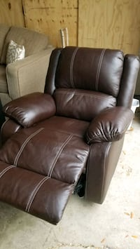 BROWN LEATHER RECLINER.  DELIVERY IS $50 Edmonton, T6G 0M2
