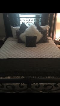 White and black bed sheet set