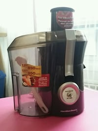 Juicer / Machine a jus Hamilton Beach. Negotiable Montréal, H4N 1G3