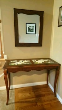 Entry way decorative table and mirror  Kitchener, N2G