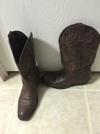 brown  cowboy boots Pearl, 39208