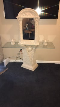 Beautiful entry piece great for a foyer or dining room