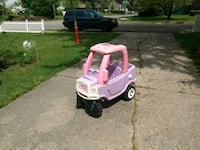 Price firm . Little girls four by four cozy coupe Deer Park, 11729