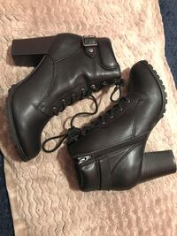 Pair of black leather boots Martinsburg, 25401