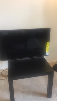 Almost new size 32 from sony + table + HDML cable all for $99 Richmond, V6X 3H7