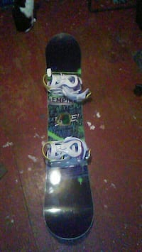 black and white snowboard with bindings Akron, 44312