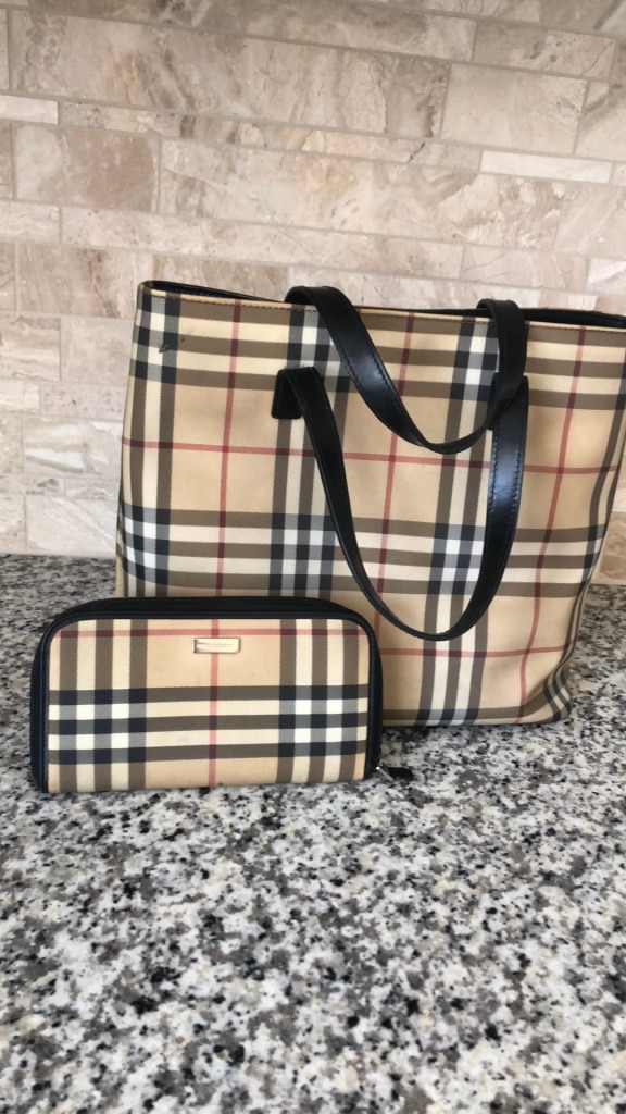 Photo Burberry Handbag and Wallet (Authentic)