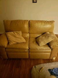 Leather couch  Norfolk, 23503