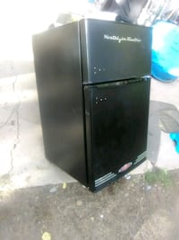 black top-mount refrigerator se South Valley, 87105