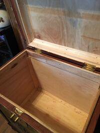 Really cool vintage wooden trunk Calgary, T2Y