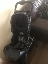 black and gray Graco car seat carrier London, N5V 5G2