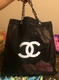 black and white Chanel leather tote bag Laredo, 78040