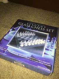 Glass chess set with box null