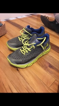 Youth size 6 under armour shoes! Waterloo, N2J 1M7